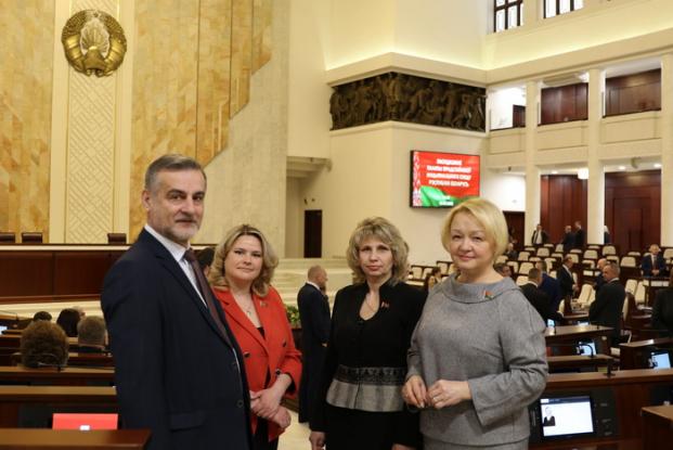 С коллегами - депутатами в Овальном зале